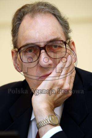 Zmarł politolog, medioznawca Karol Jakubowicz - pap_20080303_07U